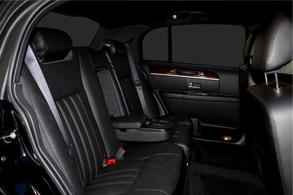 Lincoln Sedan Rental Lucy