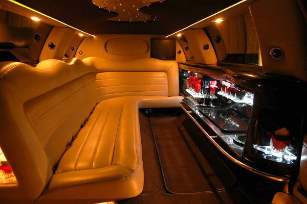 lincoln stretch limousine Hughes